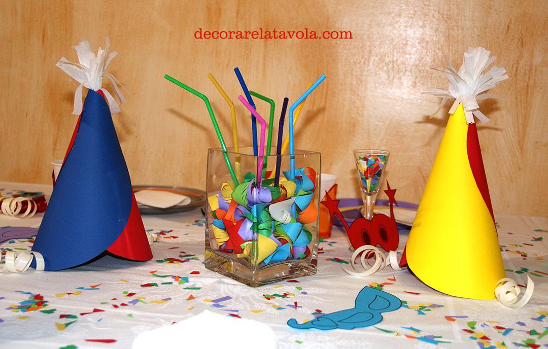 Centrotavola per carnevale con cappellini e cannucce decorare la tavola - Decorare la tavola per carnevale ...