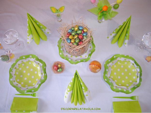 Tovaglioli e piatti a Pasqua